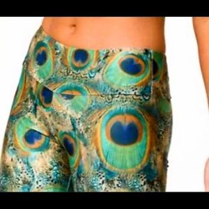 Onzie Peacock Feather Capri Leggings - Sz M/L